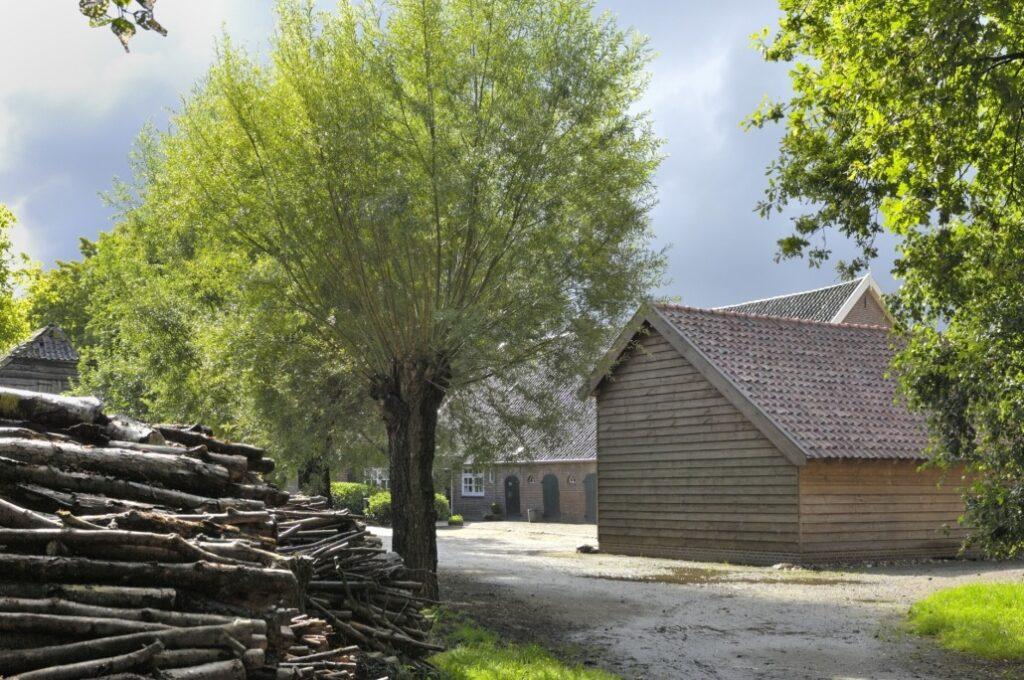 erf-met-hout-1030x684[1]